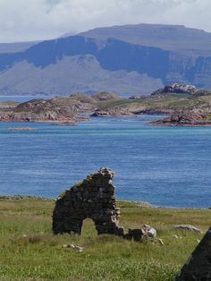 "Isle of Iona (Scotland)! is ""generally lengthened to avoid confusion"" , which means ""Calum's (i.e. in latinised form ""Columba's"") Iona"" or ""island of Calum's monastery""."