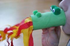 Smok z rolki po papierze toaletowym zionący ogniem. Zabawka ćwiczenie oddechowe. Dragon with toilet paper rolls fire-breathing. Toy breathing exercise.