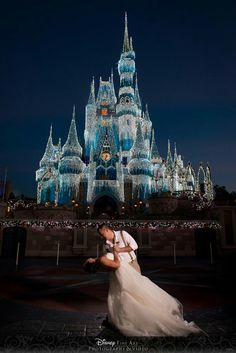 Disneyland, Wedding Photos, Dream Wedding, Dresses, Wall, Creative Photography, Creativity, Fotografia, Gowns