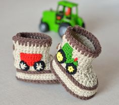 """Thanks for the kind words! ★★★★★ """"Easy download, excellent thorough instructions and loads of photos which are really helpful. Will definitely return"""" Di #etsy #supplies #crochet #babycrochetpattern #babyshoespattern #crochetbabybooties #crochetbabyboots #crochetboysbooties #babytractorboots http://etsy.me/2yql8JU"""