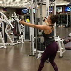 Back workout on machine