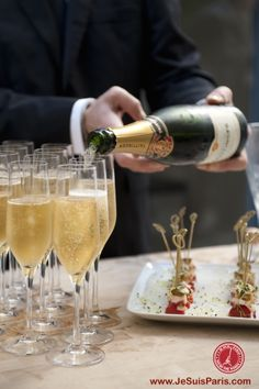 Our favorite day of the week... Happy Champagne Friday!!!