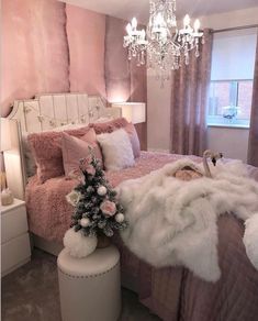 40 Simple And Cozy Christmas Bedroom Decorations Ideas - Page 2 of 4 - Septor Planet Bedroom Decor For Teen Girls, Cute Bedroom Ideas, Girl Bedroom Designs, Room Ideas Bedroom, Bedroom Themes, Girly Bedroom Decor, Glam Bedroom, Teen Bedroom, Stylish Bedroom