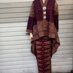 Image may contain: one or more people and people standing Kebaya Lace, Kebaya Hijab, Kebaya Dress, Batik Kebaya, Batik Blazer, Blouse Batik, Batik Dress, Model Kebaya Modern, Kebaya Modern Dress