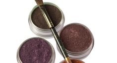 Make your own Mineral Eye Shadow - Also great for coloring your own nail polish.
