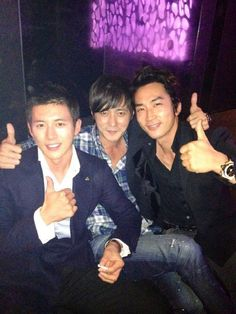 Actors Song Seung Hun, Go Soo, Jang Dong Gun display their friendship