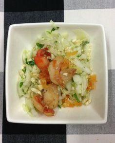 Slaatje van Chinese kool, citroengras, gember, tijgergarnaal en koriander - Recepten - Culinair - KnackWeekend.be