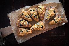 Koolhydraatarme broodjes van Oanh Tapenade, Doughnut, Deserts, Food And Drink, Bread, Brot, Postres, Baking, Breads