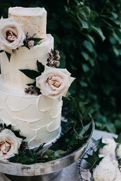 Buttercream Wedding Cake with Garden Flowers    #rosé #wedding #weddings #weddingideas #french #garden #weddingeditorial #styledshoot #weddingcake #desserts #cake