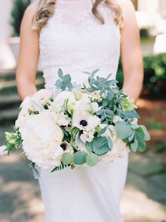 White and green bouquet | Photography: Cassidy Carson Film Photography