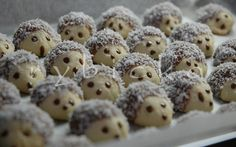 This reminds me my first Christmas baking.