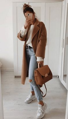 20 Spring Outfits Women With Sneakers Source by viviehomecom fashion classy Spring Outfit Women, Cute Spring Outfits, Casual Fall Outfits, Simple Outfits, Winter Outfits, Casual Jeans, Trendy Outfits, Camel Coat Outfit, Outfit Jeans