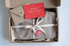 #christmas #babysweater #newbabygift #chunkysweater #newbornsweater #giftboxesideas #christmasgiftideas #babykeepsakebox #memorybox