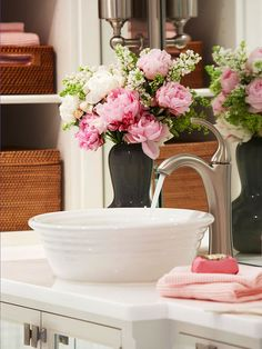 36 Stunning Valentine Bathroom Decoration Ideas - As Valentine's Day approaches again this year, our hearts and minds turn to romance. The stores are filled with red roses, heart-shaped boxes of choco. Rose Cottage, Cottage Style, Cottage Chic, Cottage Bath, White Cottage, Passion Decor, Bowl Sink, Vessel Sink, Weekend Projects