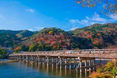 嵐山のシンボル、渡月橋を渡ろう