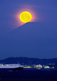 Pearl Mt.Fuji, Japan (Moonset in the early morning)