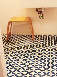 Bath with cement tiles Cilia Parisian Kitchen, Mosaic Tiles, Cement Tiles, Splish Splash, Bathroom Interior, Interior And Exterior, Bedroom Decor, New Homes, Flooring
