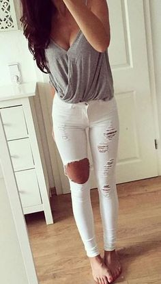 50 Beautiful Summer Outfit ideas with White Jeans To Perfect Your Style - Artbrid - Mode Outfits, Casual Outfits, Fashion Outfits, Denim Outfits, Black Outfits, Spring Summer Fashion, Spring Outfits, Looks Pinterest, How To Wear White Jeans