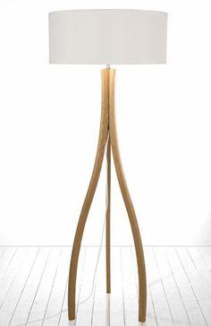 Split gulvlampe i eik fra Globen - FINN Torget House Lamp, Tripod Lamp, Interior Design, Lighting, Confident, Sweden, Home Decor, Accessories, Globe