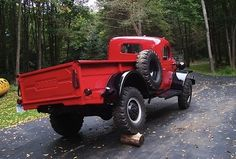 """steampunkvehicles:  """"werstd16:  """"fuckyeahuglycars:  """"Dodge Power Wagon  """"  Jesus that's a lot of flex in the body/chassis.  """"  This is the extremely rare (though god knows why, seems like a great idea) Willock Swivel-Frame, an aftermarket custom frame job..."""