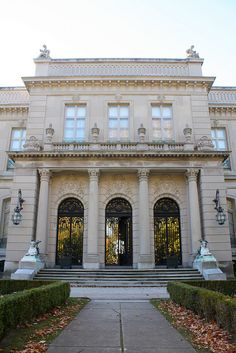 """The Elms is a large mansion, or """"summer cottage"""", located at 367 Bellevue Avenue, Newport, Rhode Island, in the United States."""
