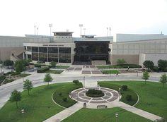 """텍사스 A&M 대학교 -  오랜 전통 위에 다져진 학문적 명성 """"한번 애기(Aggie)는 영원한 애기(Aggie)""""  텍사스 주립대학인 텍사스 A&M 대학교는 애기랜드(Aggieland)라고 불리는 학교 캠퍼스만 5,500에이커에 달해 미국에서 네번째로 큰 대학이며 텍사스에서는 가장 큰 대학이다."""
