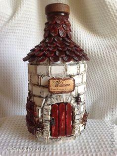 Поделка изделие Ассамбляж Декупаж Бутылка-домик Бутылки стеклянные Канва Материал бросовый Салфетки Скорлупа яичная фото 1