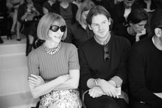 Anna Wintour, rédactrice en chef de Vogue US et Christopher Kane au premier rang du défilé Christian Dior printemps-été 2015 http://www.vogue.fr/mode/inspirations/diaporama/fwpe2015-les-coulisses-de-la-fashion-week-de-paris-printemps-ete-2015-jour-4/20525/image/1091707#!anna-wintour-redactrice-en-chef-de-vogue-us-et-christopher-kane-au-premier-rang-du-defile-christian-dior-printemps-ete-2015