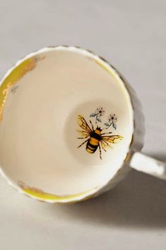 It's all about details � save the bees and drink your cup of tea 💕 Hortense , tu l'as celle ci ? Mein Café, Café Chocolate, I Love Bees, Save The Bees, Bees Knees, Bee Keeping, Mellow Yellow, Cup And Saucer, Tea Time