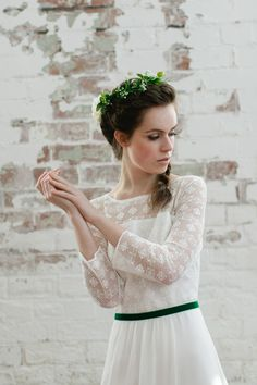 Fresh, modern, botanical and 1970's inspired bridal style. Photography by Paula…