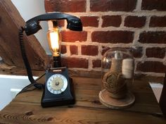 Lampe recup avec le téléphone noir ancien en Bakélite a cadran : Luminaires par lampesoriginales
