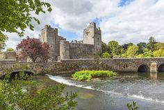 Find Places to Stay in Cahir on Airbnb