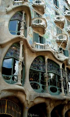 Casa Batlló by geoftheref, via Flickr
