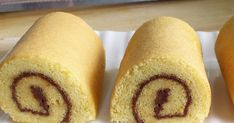 A good Swiss roll is very stretchy. It can stretch and bend into a roll without cracking. The flexibility is due to how the eggs are whisked. If your cake is stiff, it'll crack no matter how you roll it. Cake Videos, Food Videos, Vanilla Swiss Roll Recipe, Orange Chiffon Cake, Biscuits, Vanilla Whipped Cream, Brownie Cake, Brownies, Cake Flour