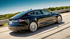 """Ob #Tesla das Iphone für die Automobilbranche wird? Fakt ist -  In den USA rangiert Tesla bereits vor den Premium-Modellen von BMW, Audi, Mercedes und Porsche. """"In einem der wichtigsten Automärkte der Welt ist Tesla damit in der Oberklasse Marktführer. Ähnlich erfolgreich war das E-Auto zu Jahresbeginn in der Schweiz, in den Niederlanden und in Norwegen"""", schreibt die """"Frankfurter Rundschau""""."""
