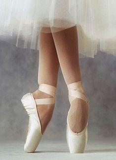 7382e798b9 93 melhores imagens de sapatilhas de ponta