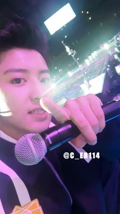 Chanyeol close up selca