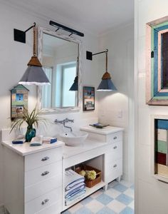 Nautical bathrooms are just as popular as ever. This design features plenty of subtle little details that have a massive impact.