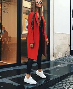 accessories street style Red coat, black l - accessories Look Fashion, Trendy Fashion, Winter Fashion, Street Fashion, Fashion Black, Latest Fashion, Trendy Style, Retro Fashion, Fashion Spring