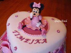 Fotopostup Myška Minnie , figúrky, fotopostupy   Tortyodmamy.sk Fondant Figures Tutorial, Cake Tutorial, Mini Mouse Cake, Friends Cake, Fondant Animals, Fondant Cupcake Toppers, Cake Decorating Tutorials, Birthday Cake, Cakepops