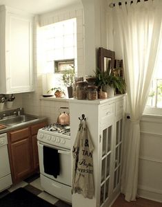 10 Real Life, Small Cool Kitchens To Check Out Right Now