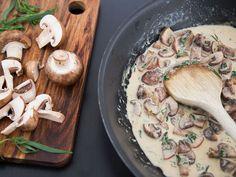 Kremet soppstuing Frisk, Hummus, Nom Nom, Stuffed Mushrooms, Pork, Food And Drink, Snacks, Chicken, Vegetables