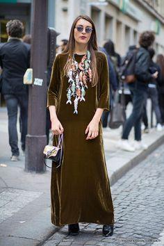 moda-vesna-leto-2017-barxatnye-platya-paris-fashion-week-1.jpg.pagespeed.ce.1uUBaa2cN3.jpg (800×1200)