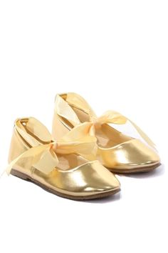 Gold ballerina slippers with satin ribbon ties..these stunning gold flower girl shoes are ideal for your little princess!! Perfect for any occasion..weddings, parties, playtime, dates with mommy..you name it!