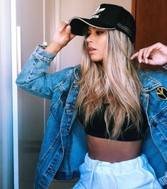 Perfect outfit idea to copy ♥ For more inspiration join our group Amazing Things ♥ You might also like these related products: - Boots ->. Chic Outfits, Fashion Outfits, Fashion Trends, Foto Casual, Instagram Pose, Pink Instagram, Tumblr Girls, Girl Photography, Beautiful Outfits