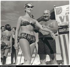 John Paterson applies Mutton Bird oil as a sun tanning aid to a bather on the Gold Coast, 1957 Australian Beach, Australian Fashion, Jeff Carter, Sun Tan Oil, Coast Fashion, Tropical Fashion, Vintage Bikini, Beach Scenes, The Good Old Days