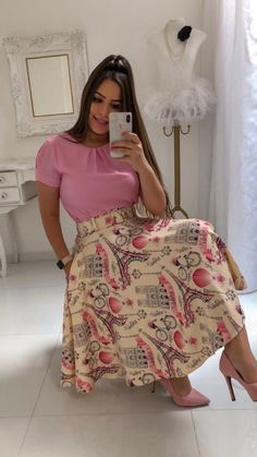 Image may contain: 1 person Trend Fashion, Teen Fashion Outfits, Look Fashion, Fashion Dresses, Modest Outfits, Skirt Outfits, Chic Outfits, Dress Skirt, Vestido Dress