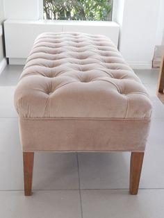 Banqueta capitone en pana beige. CONTACTO  Facebook ; Blanca Goñi - Diseñadora de Interiores.