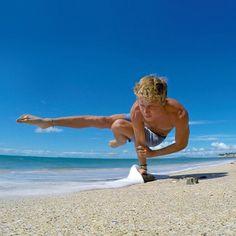 Wer glaubt, Yoga sei ein Sport nur für Frauen, irrt. Die auf Instagram gesammelten Bilder zeigen, dass Männer beim Yoga aktiv und unglaublich sexy sind.