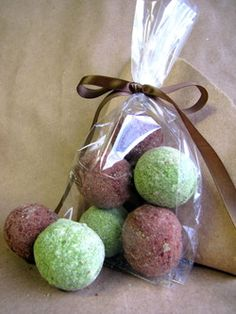 chocolate peppermint bath bomb recipe. I am so making these for Christmas presents.